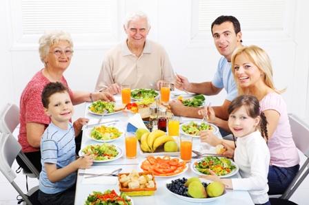 Extended family eating healthy dinner together.